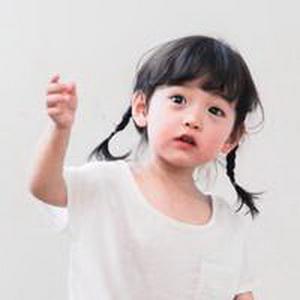 历趣 微信头像 可爱头像 超萌的小女孩微信头像6  手机扫二维下载